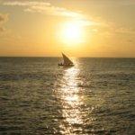 夕日とヨット